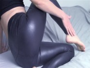 I like when my roommate gets really horny when I wear leather leggings and then I let him cum on me